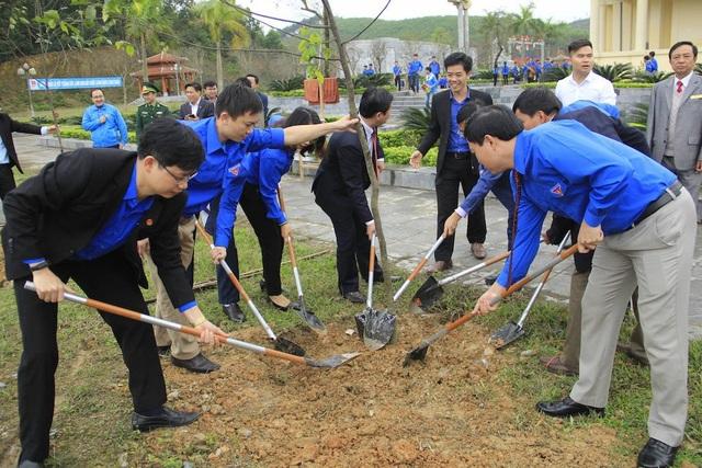 """Dịp này đã tổ chức trồng 600 cây trong khu vực Khu di tích lịch sử Truông Bồn hưởng ứng Tết trồng cây Xuân Mậu Tuất với chủ đề """"Vì một Việt Nam xanh."""