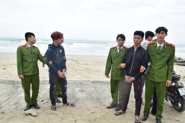 2 đối tượng Tình và Sang tại hiện trường vụ án ở biển Lăng Cô