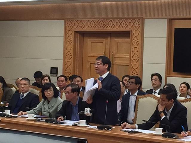 Chủ tịch Thaco Trần Bá Dương nêu dẫn chứng về những bản chứng nhận kiểu loại ô tô nhập khẩu các nhà sản xuất đã cung cấp cho Trường Hải