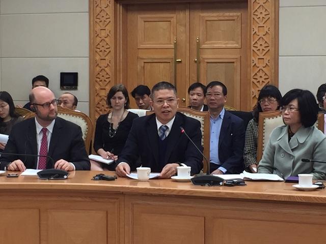 Đại diện Ford Việt Nam phát biểu tại cuộc đối thoại