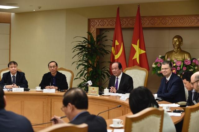 Bộ trưởng - Chủ nhiệm Văn phòng Chính phủ Mai Tiến Dũng đề nghị các đối tác ủng hộ chủ trương phát triển ngành công nghiệp ô tô trong nước của Việt Nam