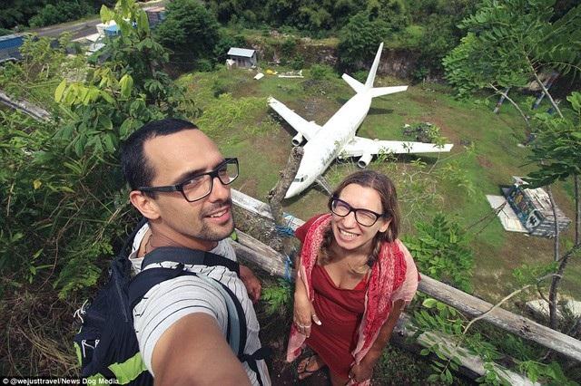 Chiếc máy bay bí ẩn thu hút du khách. (Ảnh: Dailymail)
