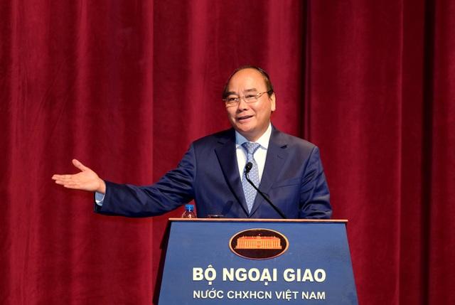Thủ tướng: Cán bộ công chức Bộ Ngoại giao cần đưa ra các sáng kiến mới, những ý tướng mới để chống trì trệ, cản trở sự phát triển đất nước.