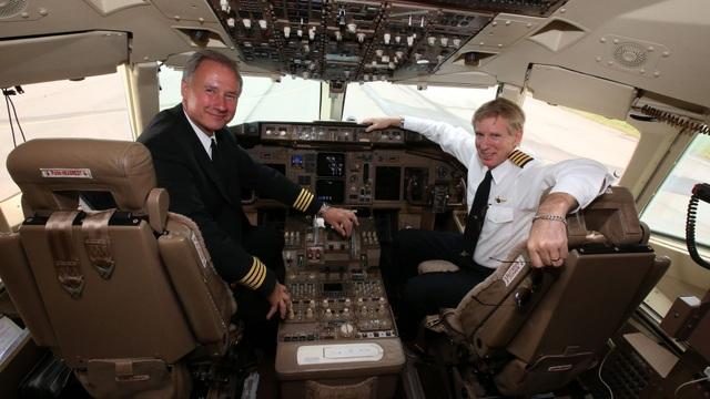Ông John Dunkin (trái) lái máy bay riêng của ông Trump năm 2014 (Ảnh: Getty)