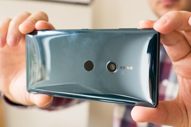 Sony vẫn chỉ dùng một camera, thay vì 2 camera như nhiều smartphone cao cấp