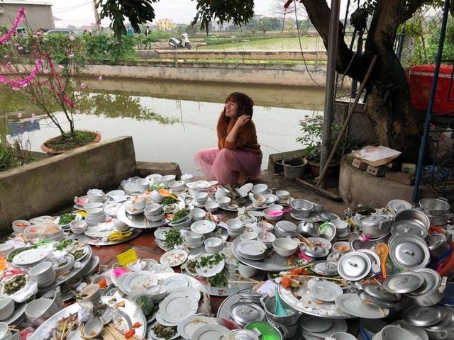 Là một giám đốc thành đạt, chị Tâm nói rằng nhân viên của chị không tin khi chị kể rằng về quê phải rửa một sân bát đĩa.