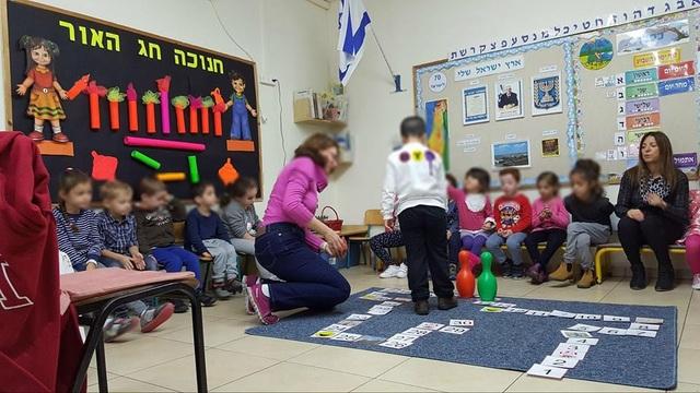 Một lớp học hòa nhập nơi trẻ khuyết tật và trẻ không khuyết tật được học cùng nhau.