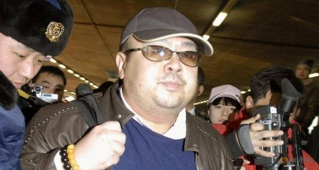 Ông Kim Jong-nam tại sân bay Bắc Kinh, Trung Quốc năm 2007 (Ảnh: Reuters)