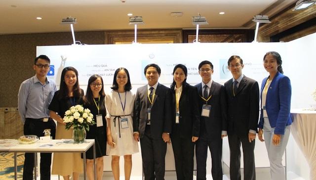 Nhóm nghiên cứu do TS-BS Vương Thị Ngọc Lan (thứ 4 từ phải sang) làm trưởng nhóm (ảnh NVCC)