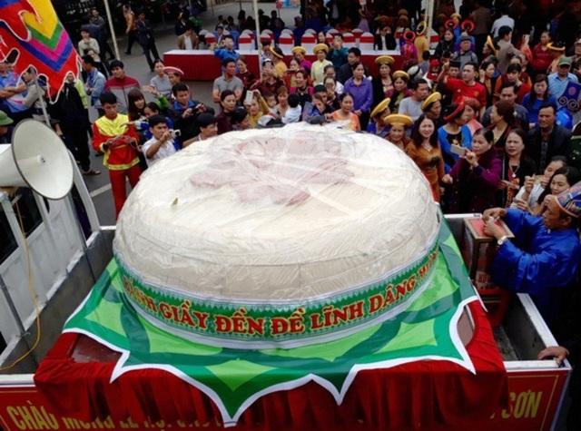 Chiếc bành dày nặng hơn 2 tấn từng được làm tại thành phố Sầm Sơn