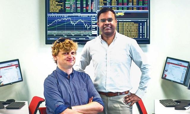 Tiến sĩ K.Thirumaran (bên phải) am hiểu chuyên sâu về ngành du lịch – nhà hàng – khách sạn