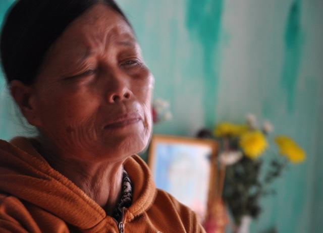 Bà Hằng đau đớn kể chuyện con gái sống trong cô đơn những ngày cuối đời.