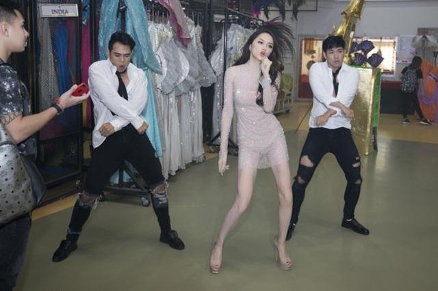 Phần thi tài năng của Hương Giang trước đó khiến khán giả rất phấn khích.