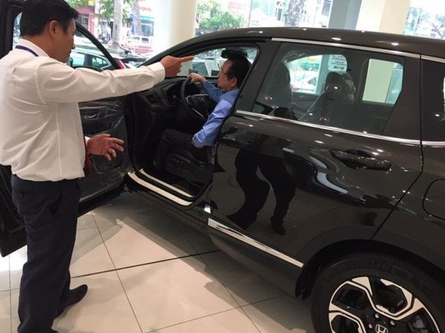 Thị trường ô tô không còn nhộn nhịp như hồi trước Tết, nhiều ưu đãi, khuyến mãi đều bị cắt giảm. Ảnh: Nguyễn Hải