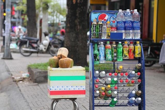 Sản phẩm nước giải khát được bày bán trên khắp các tuyến đường (ảnh internet)