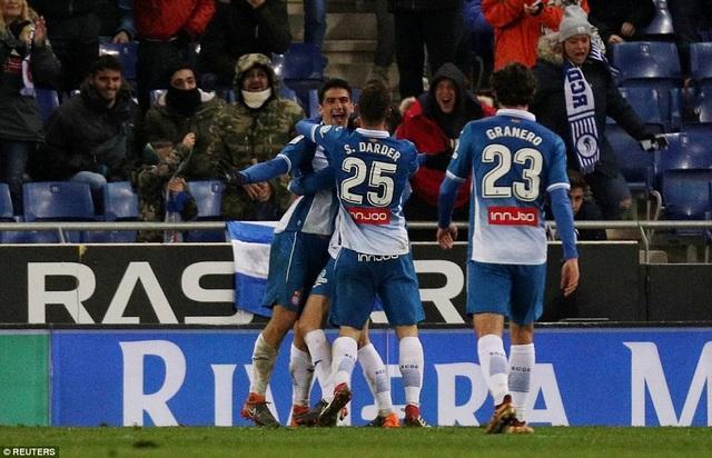 Darder và Granero chia vui với Gerard Moreno, với bàn thắng duy nhất của trận đấu
