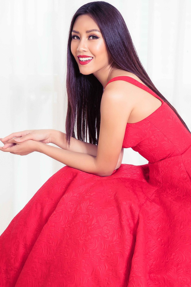 Á hậu Nguyễn Thị Loan... mỗi người một vẻ, một phong cách khác nhau nhưng đều góp phần tạo nên sự kết nối cho bộ ảnh các người đẹp Hoa hậu Hoàn vũ Việt Nam.
