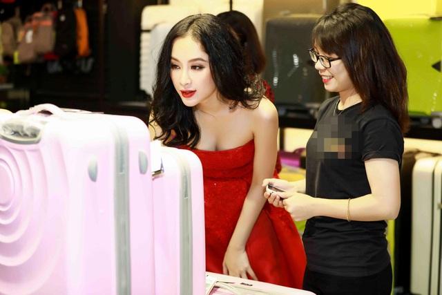Angela Phương Trinh cho biết, cô đang chuẩn bị cho cuộc hành trình dài trong năm 2018 với những dự án bất ngờ dành riêng cho người hâm mộ.