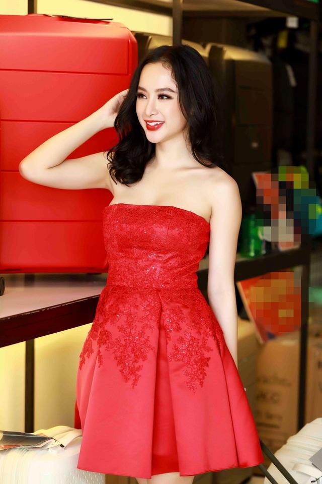 Angela Phương Trinh khoe khéo vòng 1 bốc lửa trong bộ váy quây.