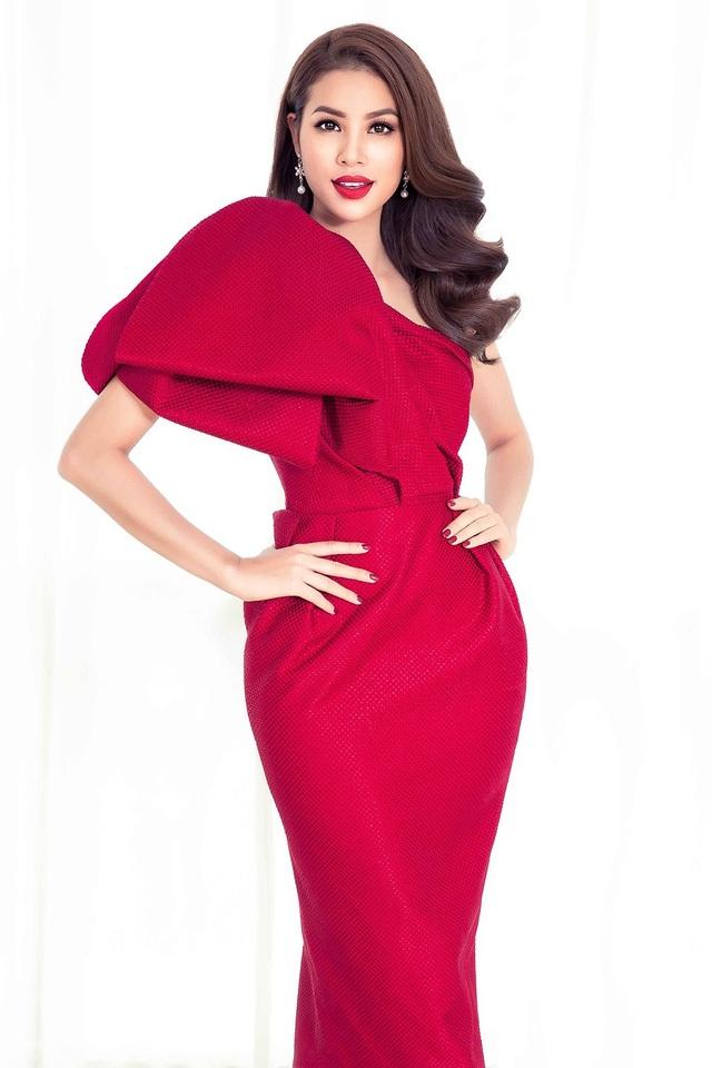 Cựu Hoa hậu Phạm Hương sau khi kết thúc nhiệm kỳ vẫn khiến khán giả suýt xoa bởi vẻ đẹp quyền quý, sang trọng và kiêu sa.