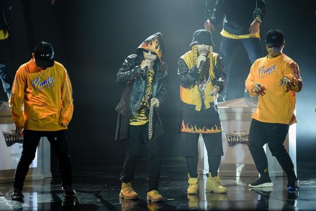 Phúc Bồ- Hà Lê gây ấn tượng khi đưa tất cả các nghệ sĩ tham gia Sao đại chiến vào rap.
