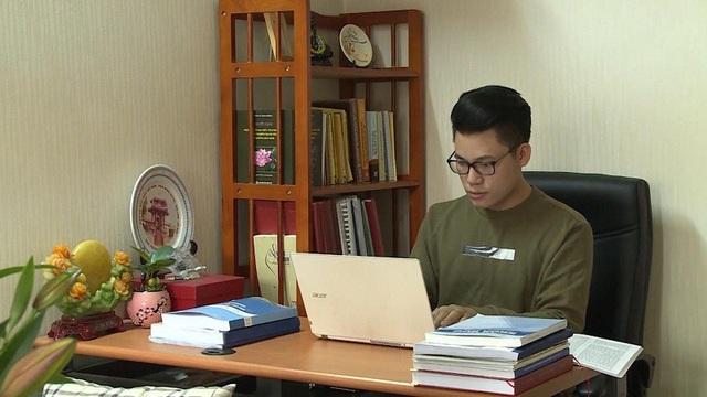 Giảng viên Duy Cường với công việc giảng dạy của mình