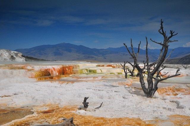 Những con suối nước nóng thu hút hàng triệu du khách - 2