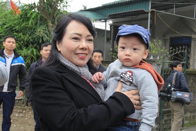 Con trai được thiếu uý ung thư nhường sự sống trong vòng tay Bộ trưởng Y tế - 10