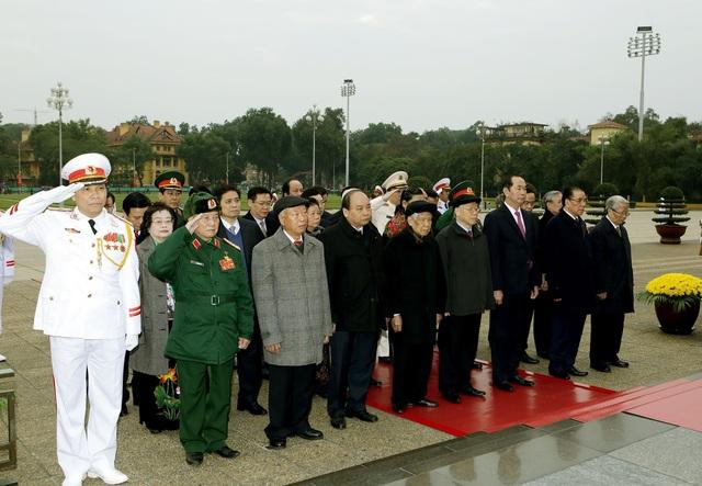 Đoàn đại biểu Ban Chấp hành Trung ương Đảng, Chủ tịch nước, Chính phủ, Quốc hội, Ủy ban Trung ương Mặt trận Tổ quốc Việt Nam đã đến đặt vòng hoa và vào Lăng viếng Chủ tịch Hồ Chí Minh