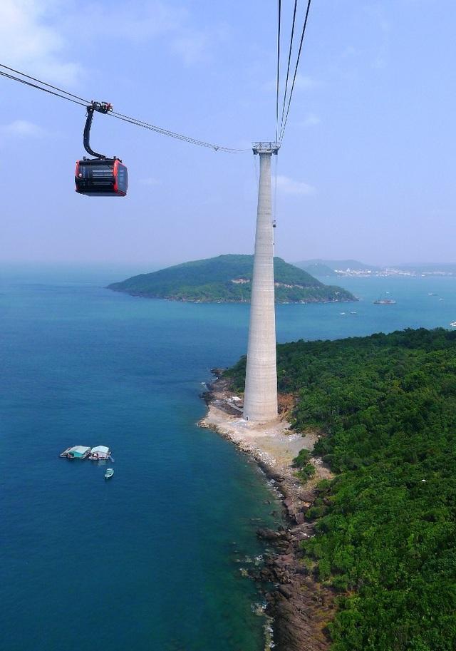 Vi vu tuyến cáp treo vượt biển dài nhất thế giới - 4