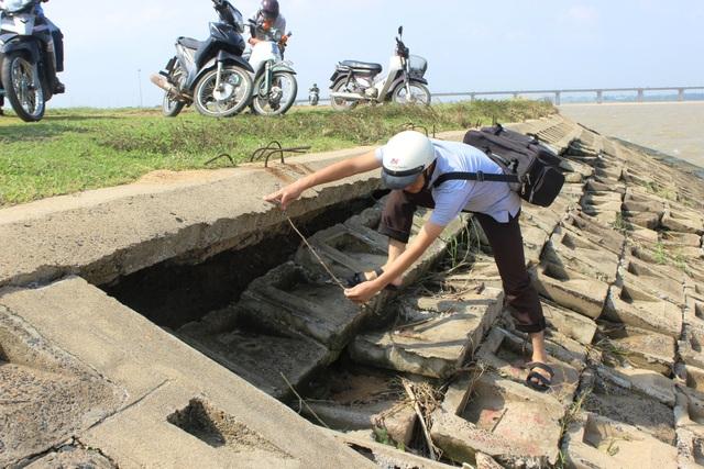 Bờ kè hơn 60 tỷ bị đánh sập nhiều đoạn với tổng chiều dài hàng trăm mét