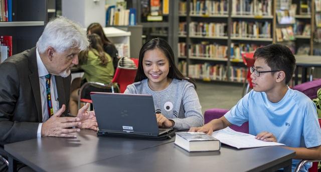 Sau quá trình thi tuyển, học bổng sẽ được trao cho thí sinh quốc tịch Việt Nam có thành tích học tập xuất sắc có hoàn cảnh gia đình khó khăn.