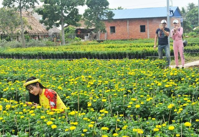 Giới trẻ miền Tây hào hứng tạo dáng ở làng hoa Sa Đéc - 4