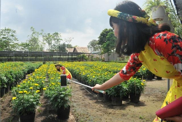 Giới trẻ miền Tây hào hứng tạo dáng ở làng hoa Sa Đéc - 6