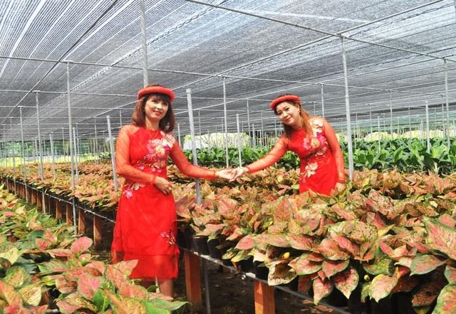 Giới trẻ miền Tây hào hứng tạo dáng ở làng hoa Sa Đéc - 5