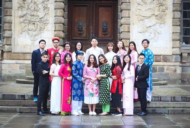 Sống giữa một thành phố sôi động và hiện đại, nhưng những sinh viên Việt Nam vẫn không nguôi nỗi nhớ quê hương, nhất là dịp Tết đến xuân về...