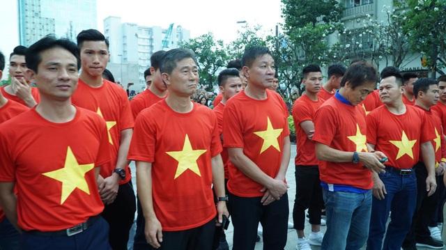 Theo lịch trình, 17h các tuyển thủ sẽ có mặt ở sân Thống Nhất để giao lưu với người hâm mộ TPHCM