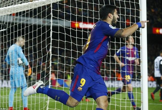 Luis Suarez ghi bàn duy nhất vào lưới Valencia ở lượt đi