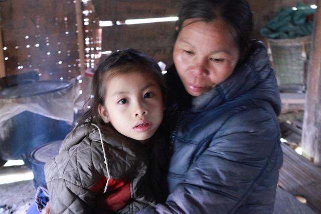 Cháu Lô Thị Trúc Linh đã bị bố mẹ bỏ đi từ khi mới lên 5 tháng tuổi...