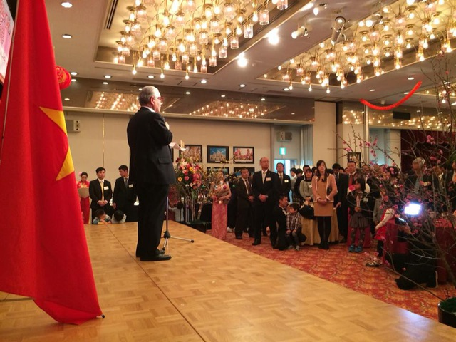 Đông đảo bà con Việt kiều, cán bộ Đại sứ quán cùng học sinh, sinh viên Việt tham dự tiệc Tết.