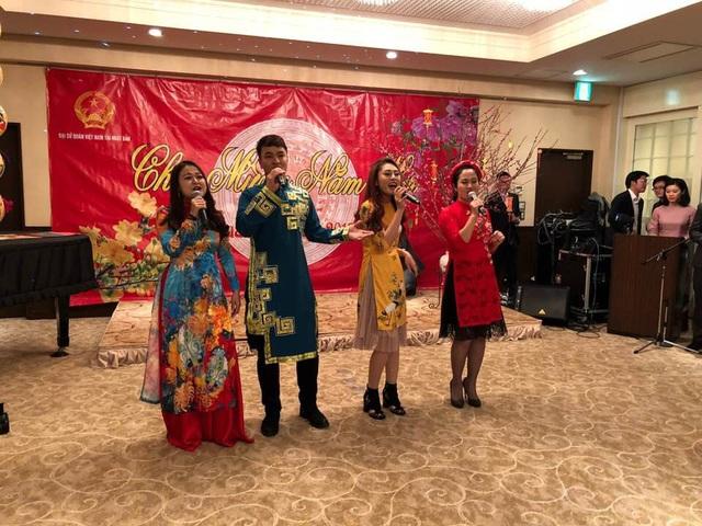 Trong khuôn khổ Tết Cộng đồng 2017 tại Nhật Bản, những người tham dự được thưởng thức các bài hát ca ngợi Tổ quốc quê hương, các bài hát về mùa Xuân,