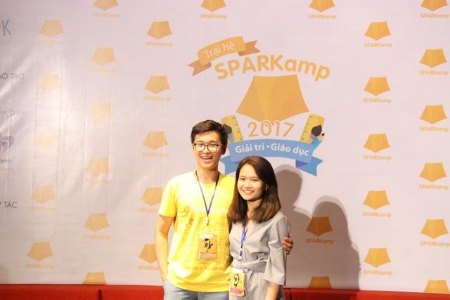 Hoàng Phong và Thùy Trang (đồng sáng lập LOK).