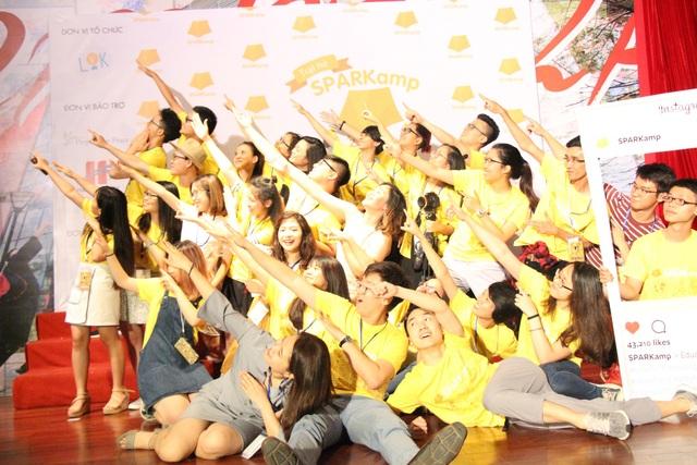 Phong và đội ngũ nhân sự trẻ tràn đầy nhiệt huyết vì cộng đồng của LOK.