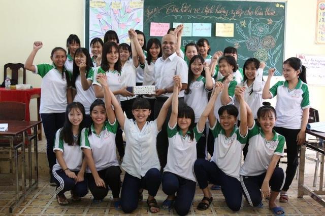 MetLife hỗ trợ hàng trăm nữ sinh về giáo dục và kỹ năng sống