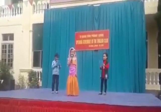 Hai học sinh lớp 3 miền núi Hà Tĩnh dẫn chương trình tiếng Anh lưu loát.