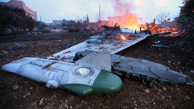 Hiện trường vụ máy bay Su-25 của Nga bị bắn rơi hôm 3/2 ở Syria (Ảnh: AFP)