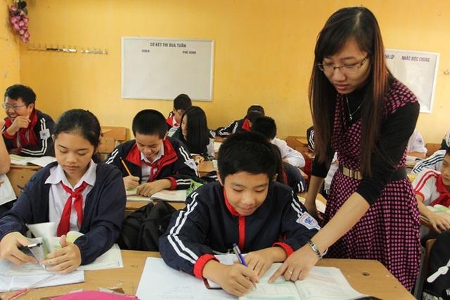 Giáo viên tiếng Anh tại trường THCS Lê Quý Đôn, quận Cầu Giấy. (Ảnh: Phạm Hùng)