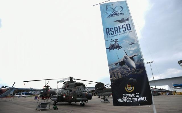 Các máy bay và trực thăng của nước chủ nhà Singapore đã được tập hợp tại Trung tâm Triển lãm Changi trước ngày khai mạc sự kiện triển lãm hàng không lớn nhất châu Á. (Ảnh: Yahoo News Singapore)