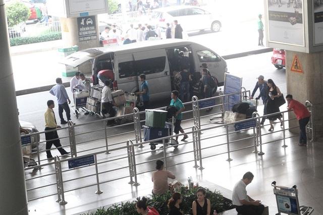Khu vực đón khách thời điểm hiện tại, cảnh ùn ứ hay thông thoáng tuỳ thuộc vào tần suất hạ cánh của các chuyến bay...