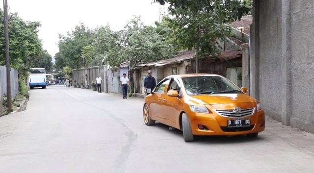 Chiếc ô tô hai đầu độc đáo bị cấm ra đường - 3